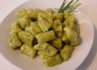 Gnocchetti di ricotta alpesto di erba cipollina e anacardi