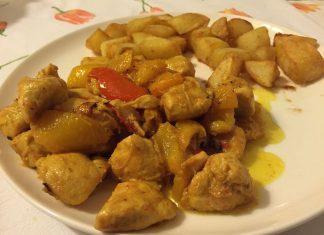 Bocconcini di pollo allo scalogno con curcuma e peperoni