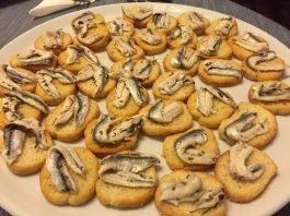 Crostini con alici marinate