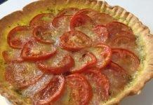 Crostata di pomodori al pesto e mozzarella