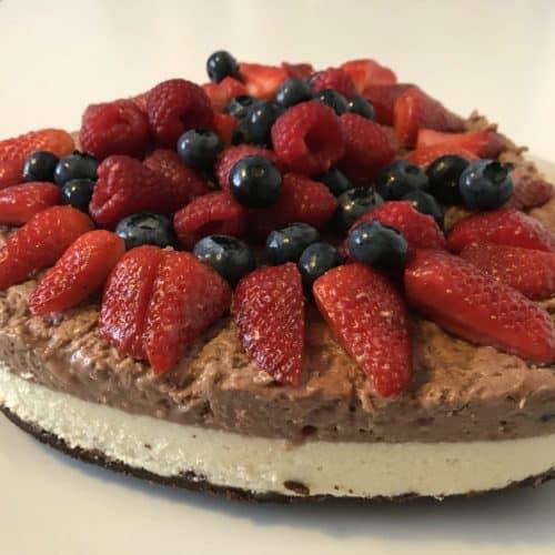 Cheesecake ai tre cioccolati e frutti di bosco