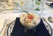 Cocktail di riso freddo e salmone