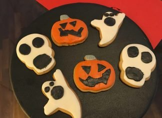 Biscotti all'arancia decorati di Halloween